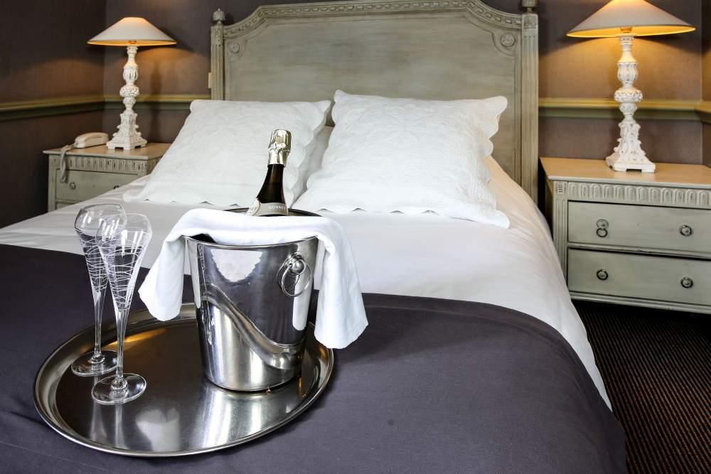 Hôtel Helvie room and champagne